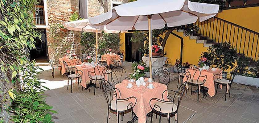 Locanda la Corte, Venice, Italy - garden.jpg